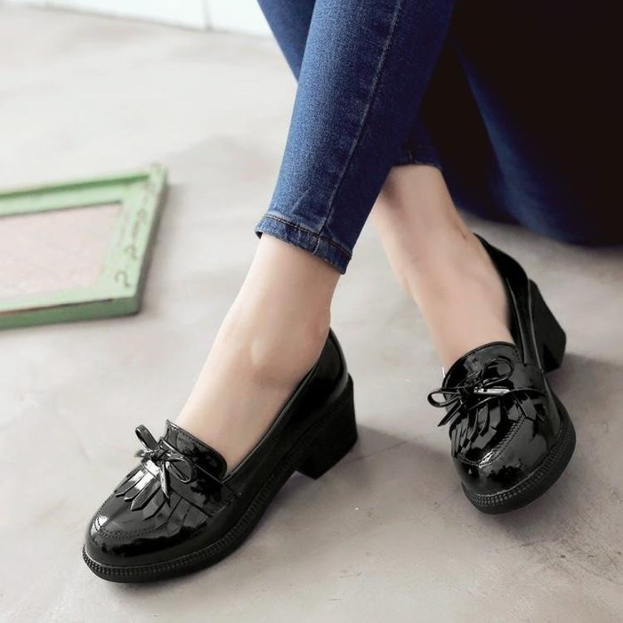 小皮鞋女英倫學院風黑色40 43大碼女鞋漆皮淺口單鞋中跟粗跟休閑