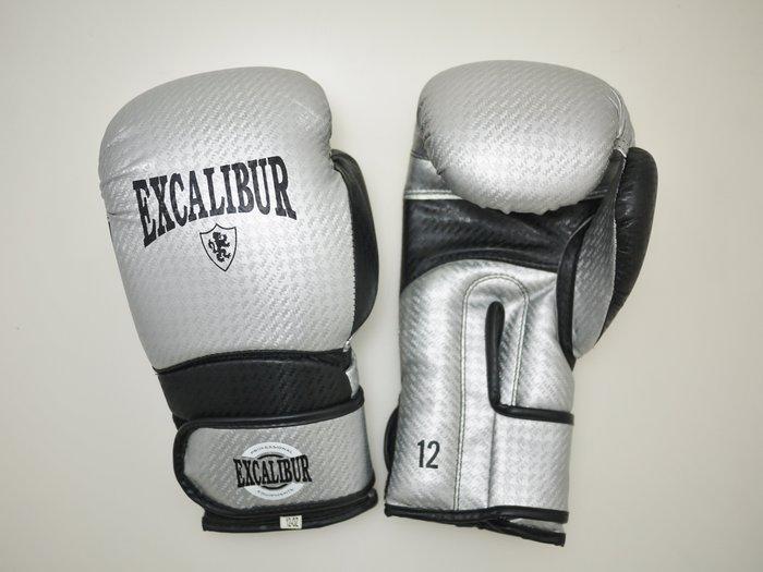 【神拳阿凱】Excalibur 8020/04 拳擊手套 類碳纖維 銀(免運)