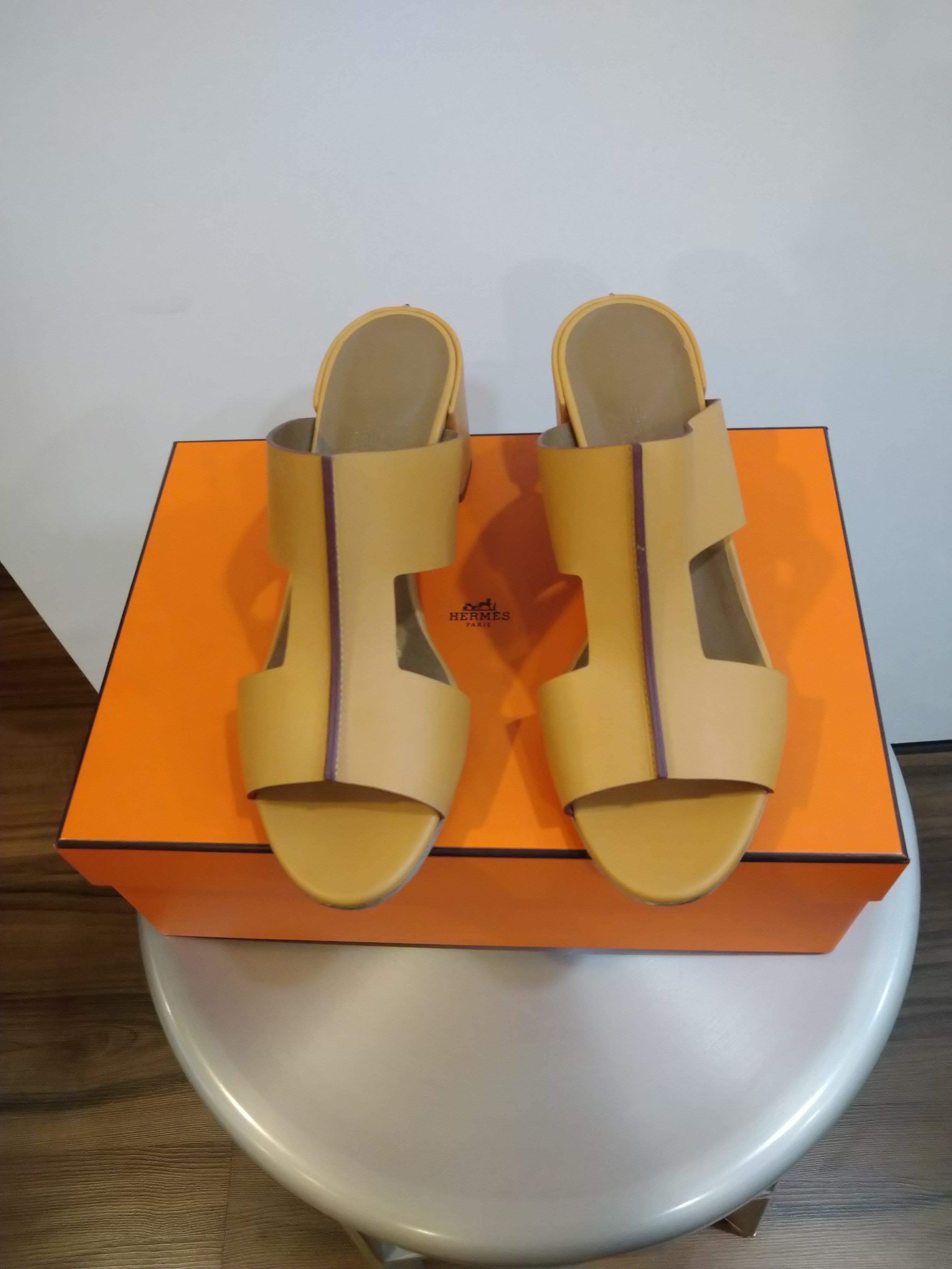 Hermes淡駝色小牛皮H經典款粗跟涼鞋(38.5號)~~全新品己貼底
