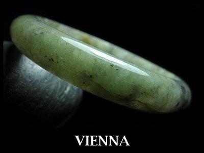《A貨翡翠》【VIENNA】《手圍17.5/12mm版寬》緬甸玉/冰種美麗楓葉點青飄花/玉鐲/手鐲D-023