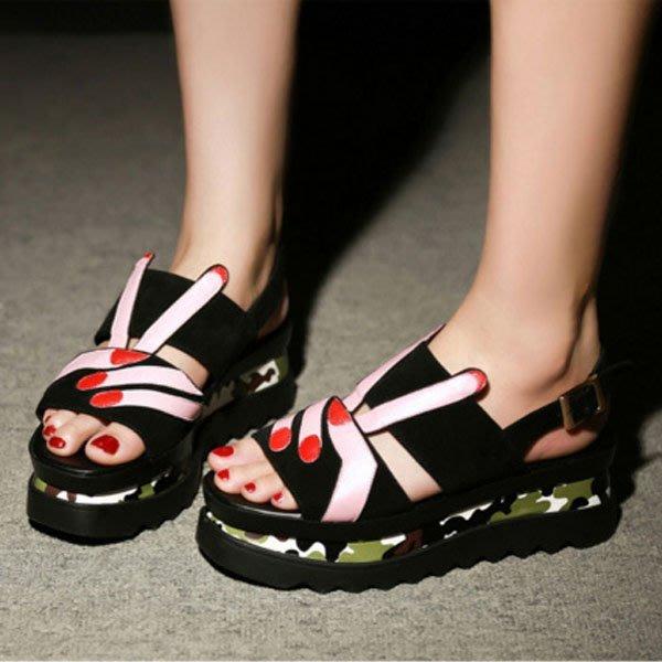 5Cgo【鴿樓】會員有優惠 532576277208 新款韓國韓版歐洲站百搭平底中跟坡跟潮涼鞋女鞋夏松糕底真皮