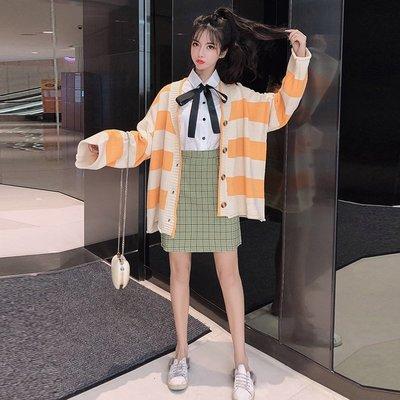 【鹿瑤瑤代購】韓版時尚卷邊開衫毛衣+蝴蝶結襯衣+格子裙