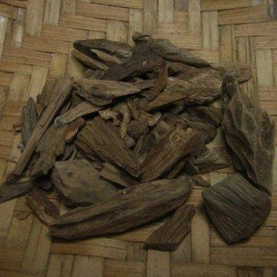 印尼土沉香  氣味 香醇 總重量10公克