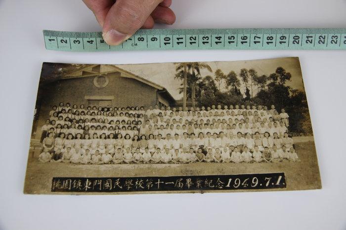1015-回饋社會-特價品-桃園鎮1949年(東門國民學校)原版大張-老照片-文獻收藏品(郵寄免運費~建議預約自取確認)