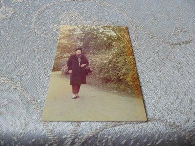 藍色小館11-4--------58年.遊陽明山黑白生活照{1張}