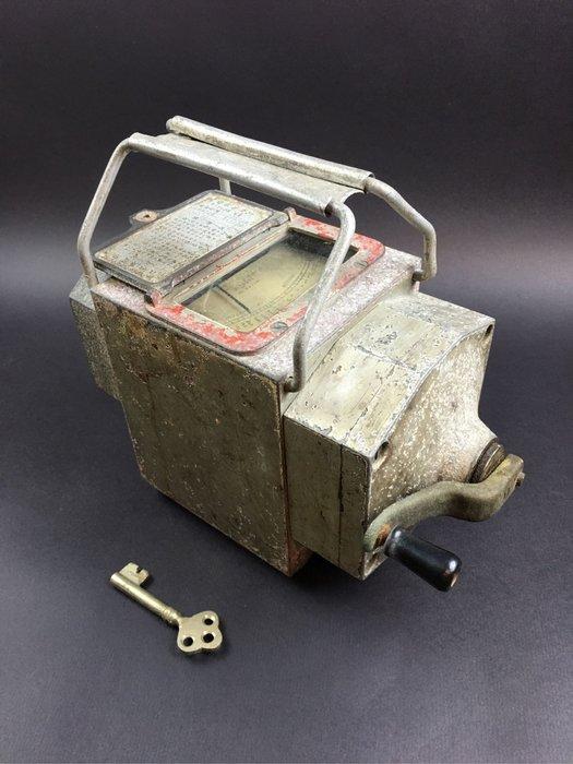 【青空古市】早期日本HITAGHI 變壓器電壓 測試儀器