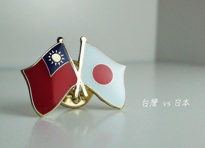 國旗徽章。台灣單旗X2+日本雙旗X1=3枚