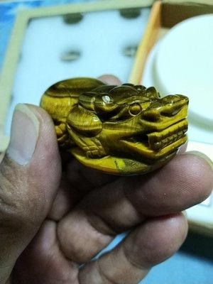 .天然礦石打磨..超美的精致版黃金虎眼石貔貅精雕襬件..難得一見.是您招財納財的好幫手..一律便宜賣.免運費..
