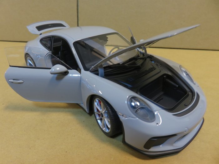 =Mr. MONK= Minichamps Porsche 911 GT3 Touring 2018 (991)