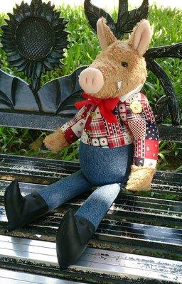 野豬 豬布偶: 野豬 娃娃 絨毛 豬 布偶 個性 皮鞋 美國 國旗 收藏 裝飾 家飾