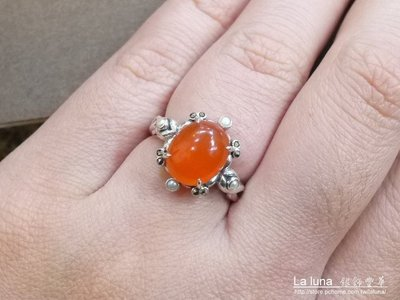 【La luna 銀飾豐華】[#51、#52]古典花紋橢圓紅玉髓白珍珠馬克賽石純銀戒指(R1872)