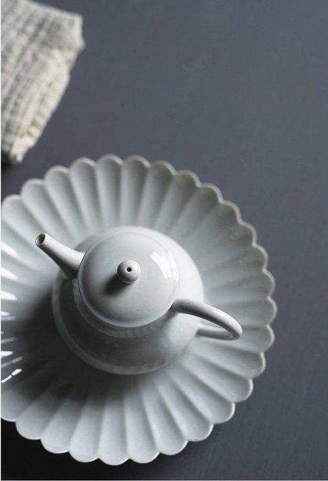 【茶嶺古道】仿古花瓣底盤-青釉/黃釉 點心盤 盤子 菊瓣 茶食 茶盤 壺承 陶瓷盤