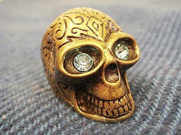 全新美國帶回,歐美品牌古金骷髏頭藍眼睛造型戒指,低價起標無底價!本商品免運費!