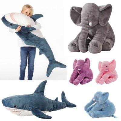 毛嚕嚕小舖~安撫大象鯊魚抱枕娃娃-另有兩用被款也可當哺乳枕月亮枕懶骨頭腰靠墊