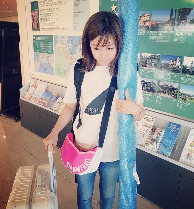 日本Stream Trail戶外防水包-Moon 時尚休閒側背包 月亮包、彎月肩背包 水餃包-玫瑰粉