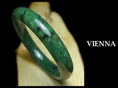 《A貨翡翠》【VIENNA】《手圍19.5/12mm版寬》緬甸玉/冰種鮮豔抹香葉綠/玉鐲/手鐲M+^048