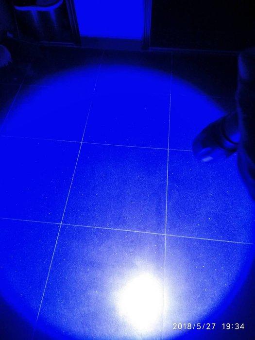 Ordinary shop 新款 家用式雙光源T6藍光手電筒強光可充電家用戶外黃光迷你LED超亮遠射釣魚生活用品