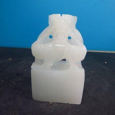 【競標網】珍貴天然崑崙白玉巧雕印材(盤龍)47+28mm)(網路特價品、原價1500元)限量一件