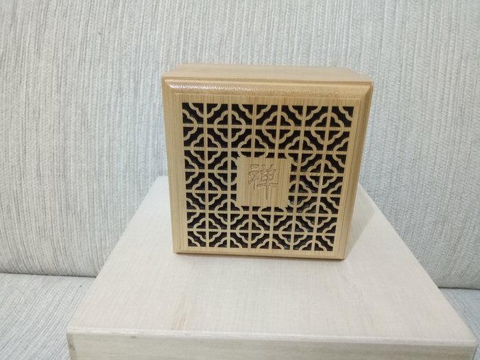 天使熊雜貨小舖~竹製鏤空雕花盤香盒  全新現貨